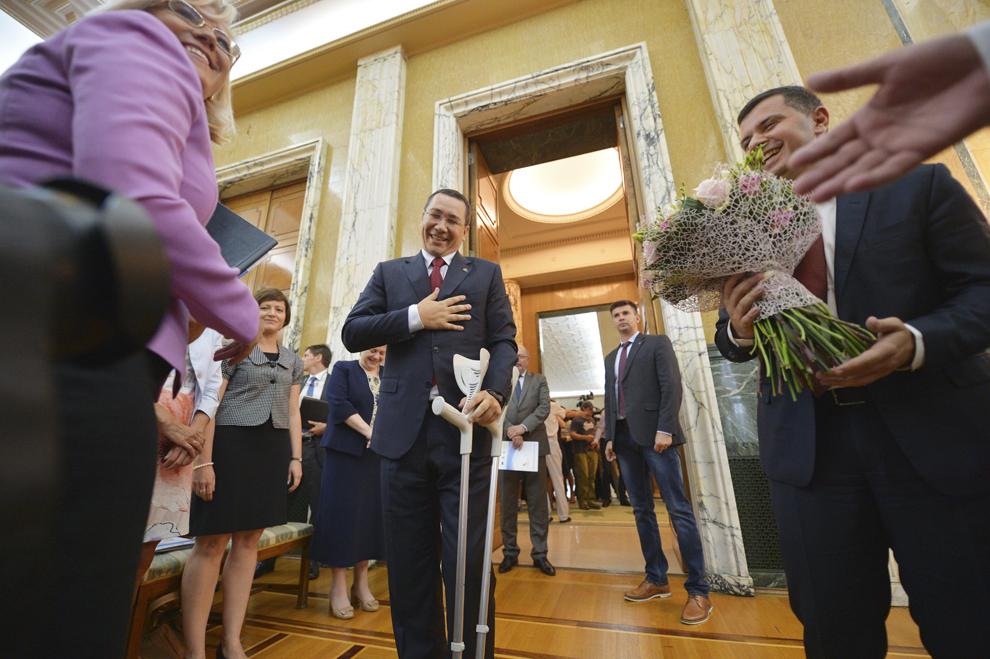Prim-ministrul Victor Ponta, după ceremonia simbolică de semnare a Programului Operaţional pentru Infrastructura Mare (POIM), organizată de Reprezentanţa Comisiei Europene în România şi Ministerul Fondurilor Europene, în Bucureşti, vineri, 10 iulie 2015.