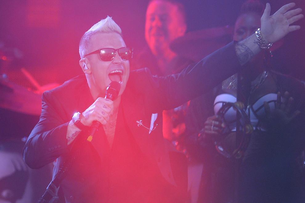 Robbie Williams concertează în Piaţa Constituţiei din Bucureşti, vineri, 17 iulie 2015, în faţa a peste 60.000 de fani.