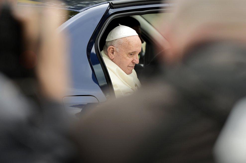 Papa Francisc soseste la Palatul Cotroceni, pentru intalnirea oficiala cu presedintele Klaus Iohannis (nu se afla in imagine), in prima zi a vizitei sale in Romania, vineri 31 mai 2019. ANDREEA ALEXANDRU / MEDDIAFAX FOTO