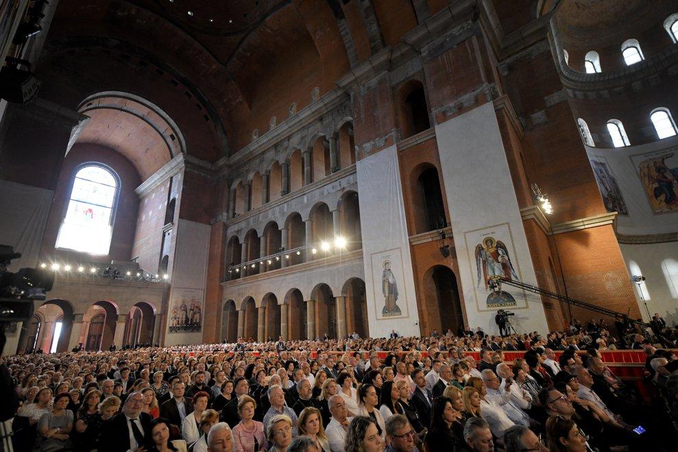 Credinciosii asista la alocutiunile si rugaciunile pe care Papa Francisc si Patriarhul Daniel le oficiaza la Catedrala Neamului din Bucuresti, in prima zi a vizitei suveranului pontif in Romania, vineri 31 mai 2019. ANDREEA ALEXANDRU / MEDIAFAX FOTO