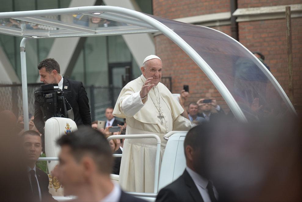 Papa Francisc soseste la catedrala Sf. Iosif din Bucuresti, unde va oficia Sfanta Liturghie urmata de o predica, in prima zi a vizitei sale in Romania, vineri 31 mai 2019. ALEXANDRU DOBRE / MEDIAFAX FOTO