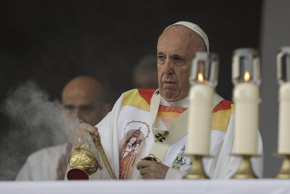 Papa Francisc oficiaza in fata a peste 80.000 de persoane din intreaga lume, Sfanta Liturghie, la sanctuarul marian de la Sumuleu Ciuc, Harghita, sambata 1 iunie 2019. MEDIAFAX FOTO/POOL/OCTAV GANEA