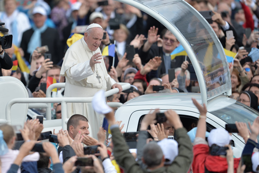 In jur de 150.000 de pelerini l-au intampinat pe Papa Francisc la Iasi, in a doua zi a vizitei Suveranului Pontif in Romania, sambata 1 iunie 2019. ALEXANDRU DOBRE / MEDIAFAX FOTO