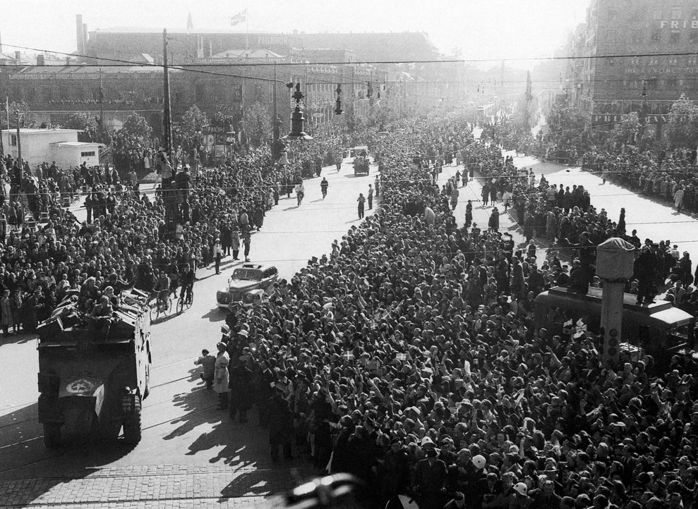Enthusiastic Danish crowds greeted the British column on its arrival in Copenhagen, May 8, 1945. (AP Photo)