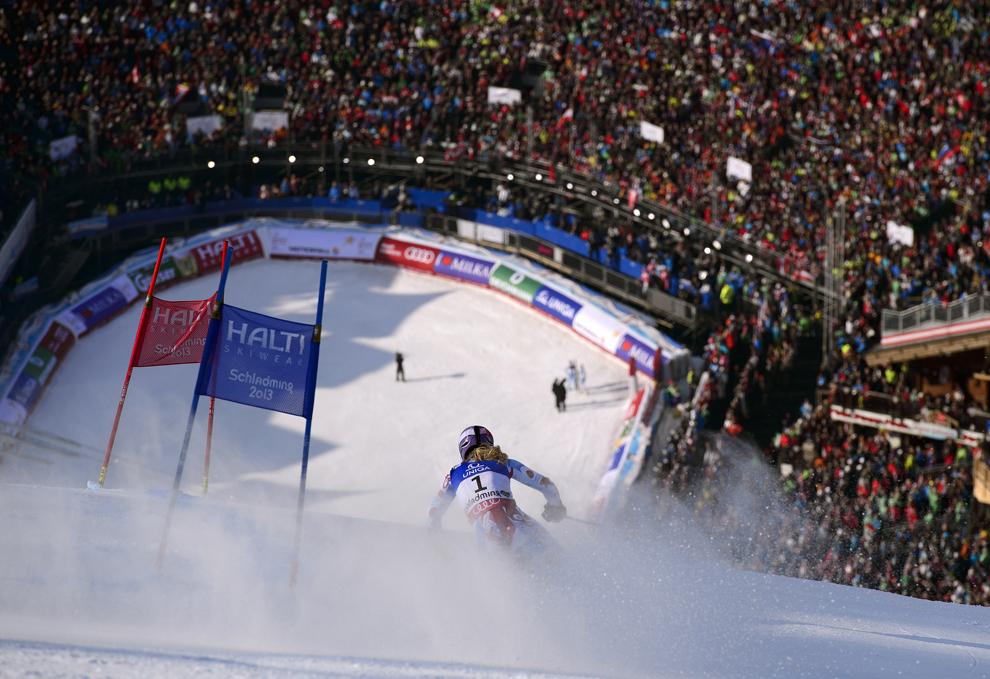 Franţuzoaica Tessa Worlez schiază în cadrul etapei a doua a probei feminine de slalom uriaş din cadrul Campionatului Mondial de Schi, în localitatea austriaca Schladming, luni, 11 februarie 2013.