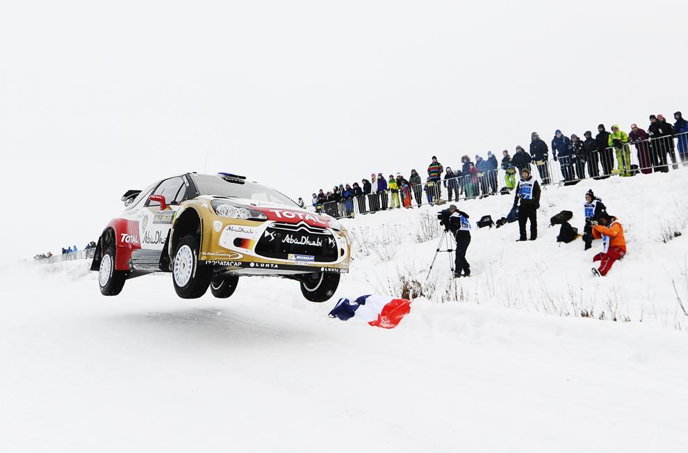 Pilotul francez Sebastien Loeb concurează, alături de copilotul Daniel Elena, în Raliului Suediei, în a doua etapă a Campionatului Mondial de Raliuri FIA, în Kirkenaer, sâmbătă, 9 februarie 2013.