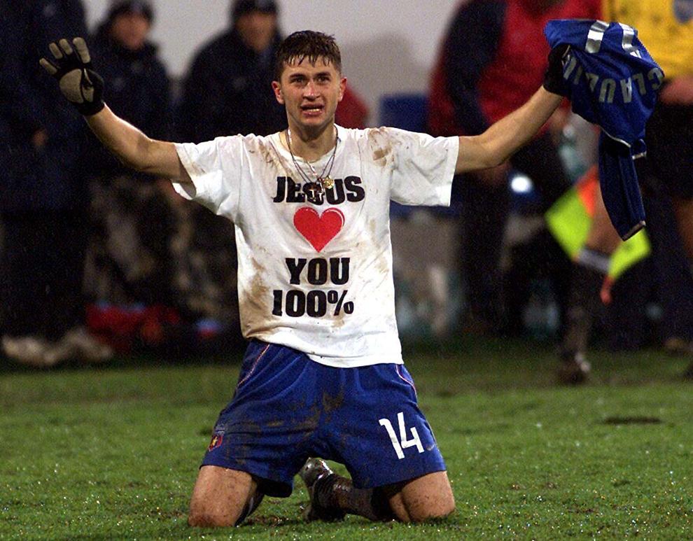 Claudiu Răducanu de la Steaua Bucureşti  se bucură după inscrierea unui gol, in timpul meciului dintre Steaua si FC Liverpool din cupa UEFA, în Bucureşti, joi, 6 noiembrie 2003.