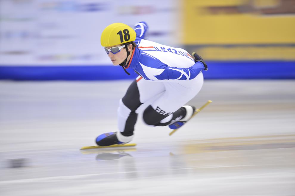 Reprezentatul Franţei, Yoann Martinez, concurează în cadrul probei de short track 1500 de metri din cadrul Festivalului Olimpic al Tineretului European (FOTE 2013), în Braşov, duminică, 17 februarie 2013.