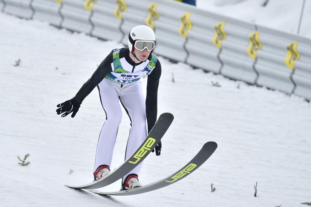Volodymyr Veredyuk concurează în cadrul Cupei FIS la sărituri cu schiurile, în Râşnov, sâmbătă, 19 ianuarie 2013.