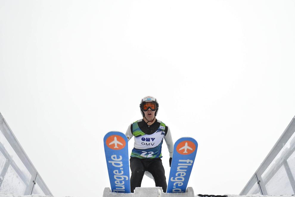 Kanat Khamitov  concurează în cadrul Cupei FIS la sărituri cu schiurile, în Râşnov, sâmbătă, 19 ianuarie 2013.