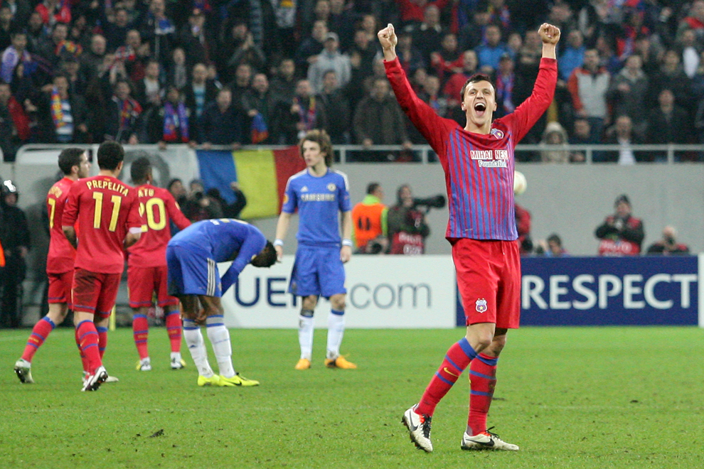 Vlad Chiricheş de la Steaua Bucureşti, se bucură la finalul meciului cu Chelsea Londra, contând pentru prima manşă a optimilor de finală ale Ligii Europa, disputat în Bucureşti, joi, 7 martie 2013.