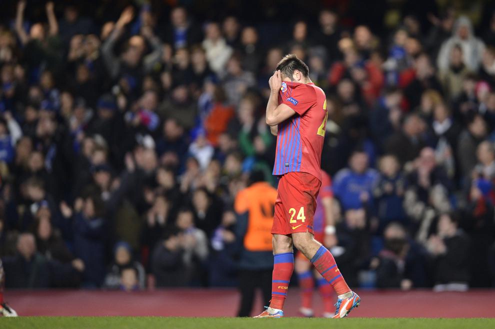 Raul Rusescu, de la Steaua Bucureşti, este dezamăgit la finalul meciul cu Chelsea Londra, din a doua manşă a optimilor de finala ale Ligii Europa, pe arena Stamford Bridge, la Londra, joi, 14 martie 2013.