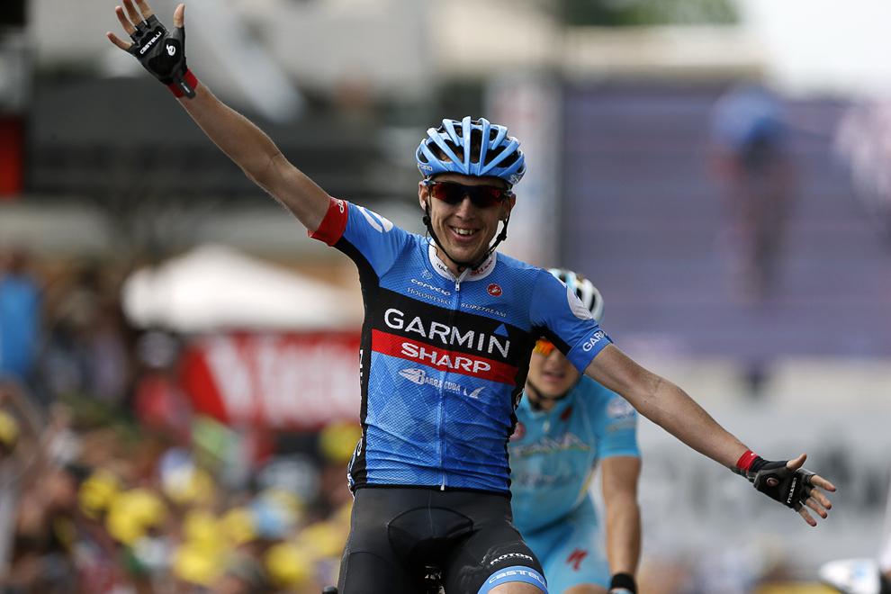 Irlandezul Daniel Martin se bucură în timp ce trece linia de sosire şi câştigă cea de-a 9-a etapă a Turului Franţei la ciclism, între Saint-Girons şi Bagneres-de-Bigorre, în sud-vestul Franţei, duminică, 7 iulie 2013.