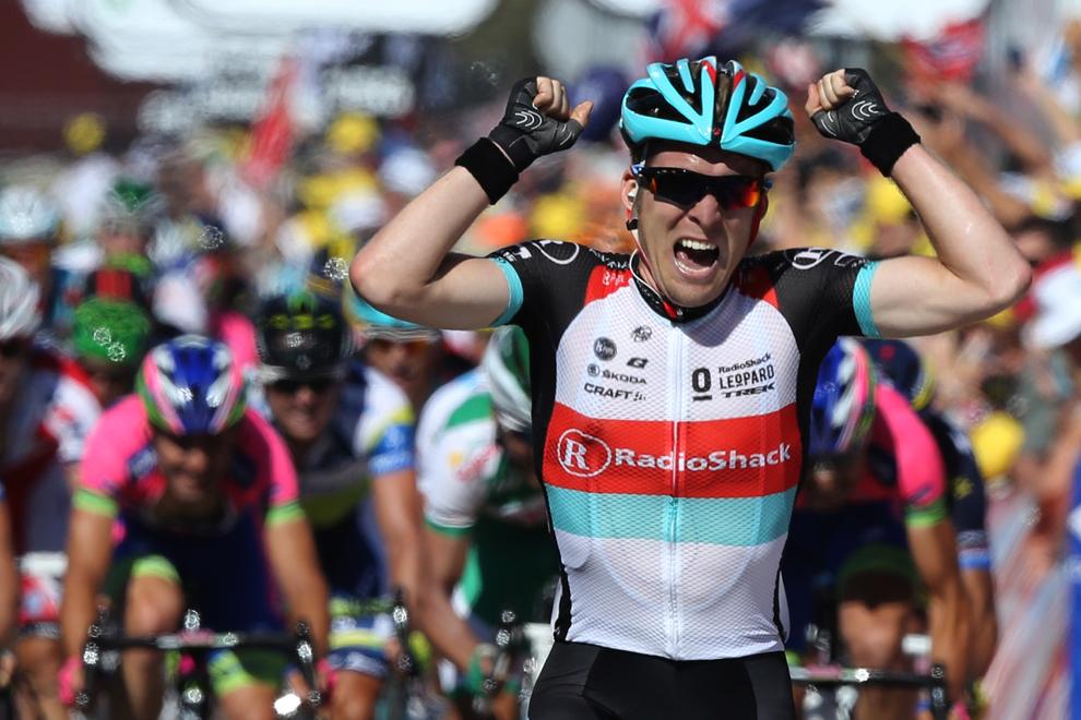Belgianul Jan Bakelants se bucură în timp ce trece linia de sosire, la finalul celor 156 de km din a doua etapă Turului Franţei la ciclism, între Bastia şi Ajaccio, pe insula franceză Corsica, duminică, 30 iunie 2013.