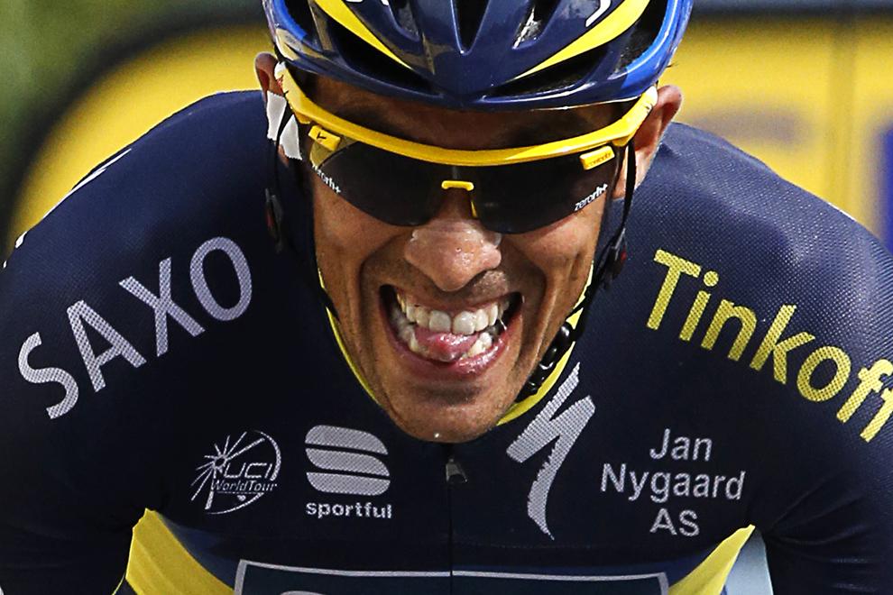 Spaniolul Alberto Contador sprintează înaintea liniei de sosire a celei de-a şaptesprezecea etapă a Turului Franţei, între Embrun şi Chorges, sud-estul Franţei, miercuri, 17 iulie 2013.