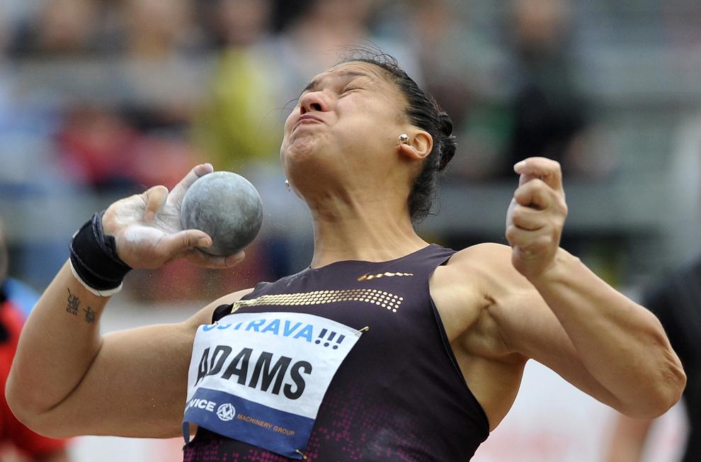 Valerie Adams, din Noua Zeelandă, concurează cu aruncarea sa din timpul campionatului IAAF World Athletics Grand Prix din Ostrava, Republica Cehă, joi, 27 iunie 2013.