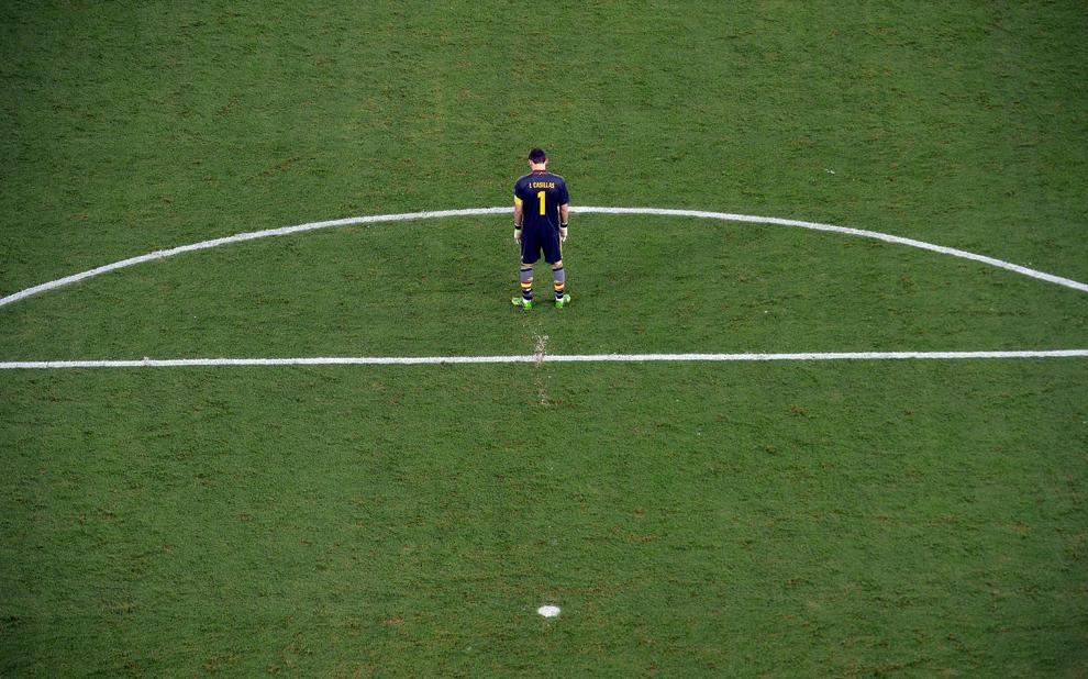 Portarul Spaniei, Iker Casillas, în timpul meciului cu Brazilia pe stadionul Maracana, din Rio de Janeiro, Brazilia, duminică, 30 iunie 2013.