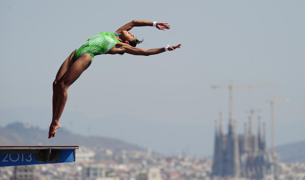 Alejandra Estrella din Mexic concurează în timpul probei de sărituri în apă 10 metri – platformă, din cadrul Campionatelor Mondiale Fina, desfăşurate în Barcelona, miercuri, 24 iulie 2013.