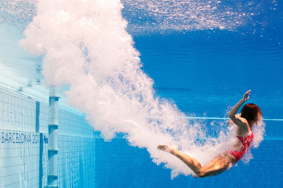 Imagine realizată cu o cameră subacvatică: Paola Espinosa înoată către suprafaţă, după o săritură în timpul probei de sărituri în apa - 3 metri - trambulină, din cadrul Campionatelor Mondiale Fina, desfăşurate în Barcelona, joi, 25 iulie 2013.
