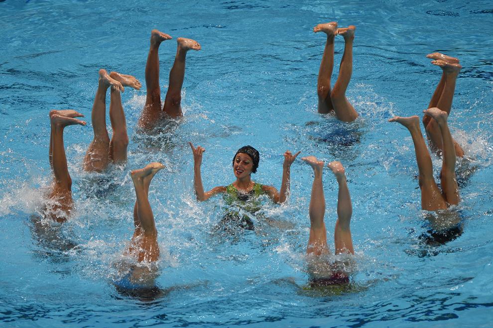 Echipa de înot sincron a Italiei concurează în timpul probei libere din cadrul Campionatelor Mondiale Fina, desfăşurate în Barcelona, sâmbătă, 27 iulie 2013.