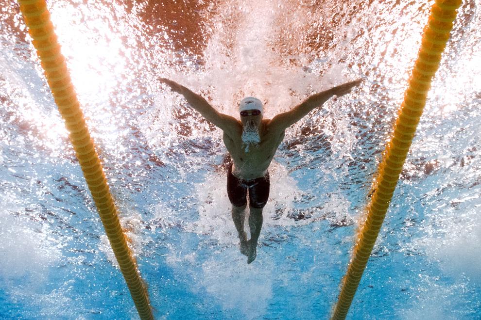 Imagine realizată cu o cameră subacvatică: Chen Yin concurează în proba masculina - 200 de metri fluture, în timpul Campionatelor Mondiale Fina, desfăşurate în Barcelona, marţi, 30 iulie 2013.
