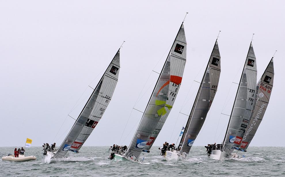 Competitorii iau startul în prima etapă a competitiei de navigaţie a Turului Franţei, între Dunkirk şi Breskens, Franţa, sâmbătă, 29 iunie 2013.