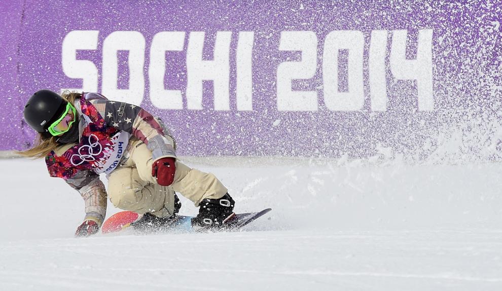 Jamie Anderson, Statele Unite ale Americii, termină proba de snow-board slopestyle din cadrul Jocurilor Olimpice de Iarnă, în Rosa Hutor, Rusia, duminică, 9 februarie 2014.