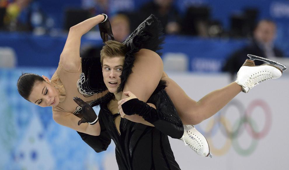 Elena Ilinykh şi Nikita Katsalapov, Rusia, evoluează în cadrul probei de patinaj artistic pe echipe - dans liber, din cadrul Jocurilor Olimpice de Iarnă, în Soci, Rusia, duminică, 9 februarie 2014.