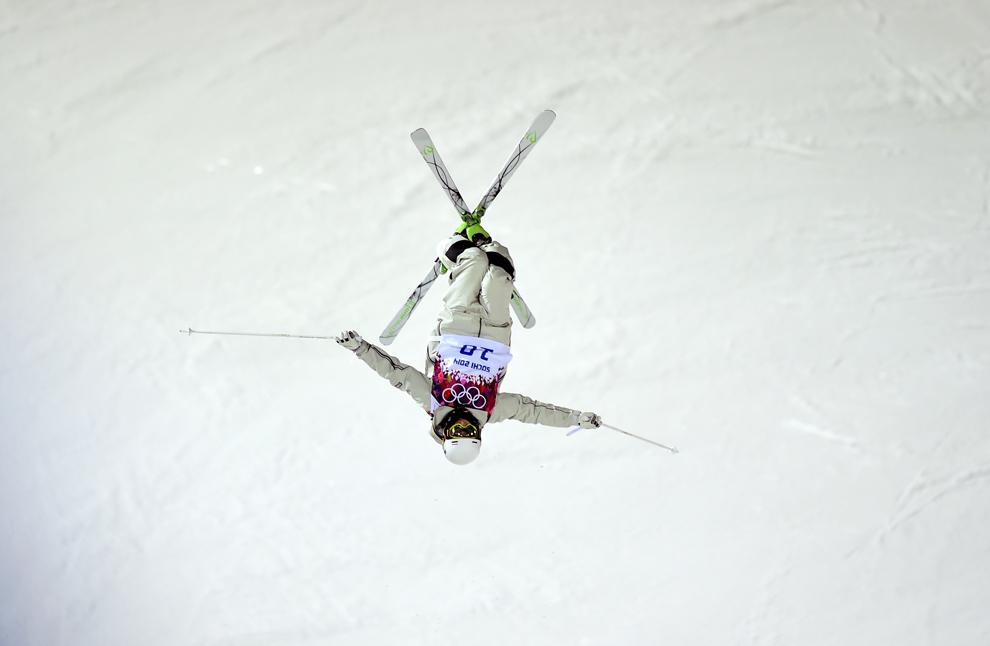 Matt Graham, Australia, concurează în finala probei masculine de schi acrobatic - movile, din cadrul Jocurilor Olimpice de Iarnă, în Rosa Hutor, Rusia, luni, 10 februarie 2014.