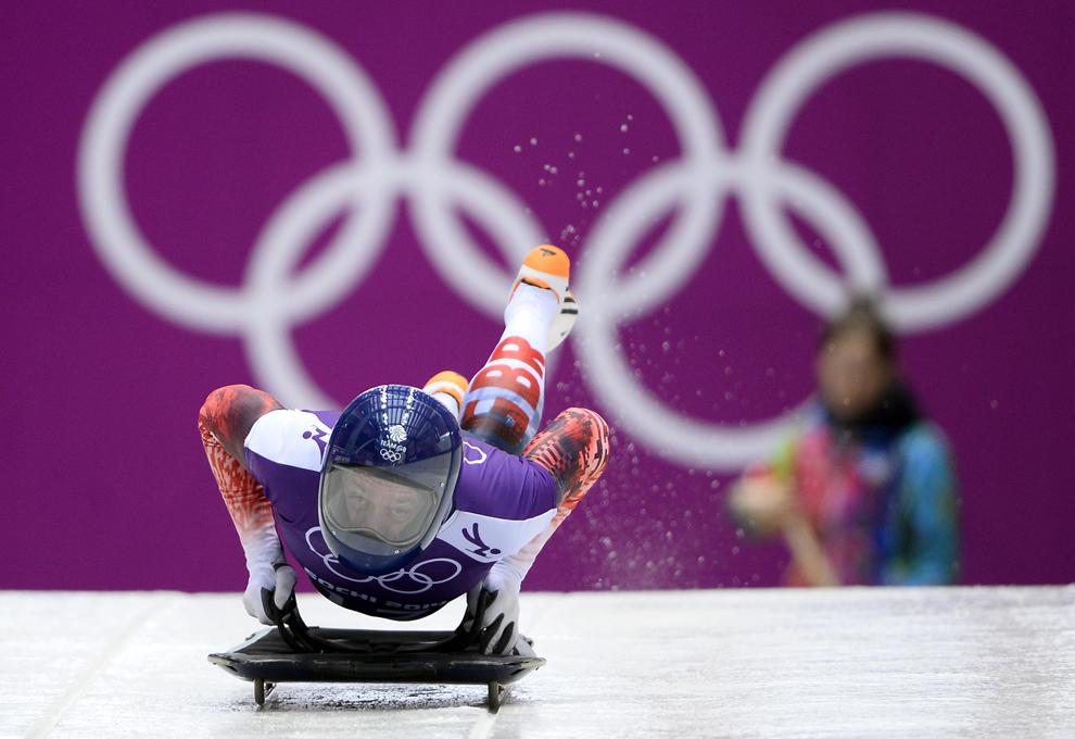 Dominic Parsons, Marea Britanie, se antrenează în proba masculină de skeleton din cadrul Jocurilor Olimpice de Iarnă, în Rosa Hutor, Rusia, marţi, 11 februarie 2014.