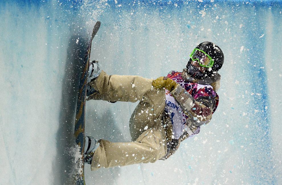 Taylor Gold, Statele Unite ale Americii, concurează în semifinalele probei masculine de snow-board half-pipe, din cadrul Jocurilor Olimpice de Iarnă, în Rosa Hutor, Rusia, marţi, 11 februarie 2014.