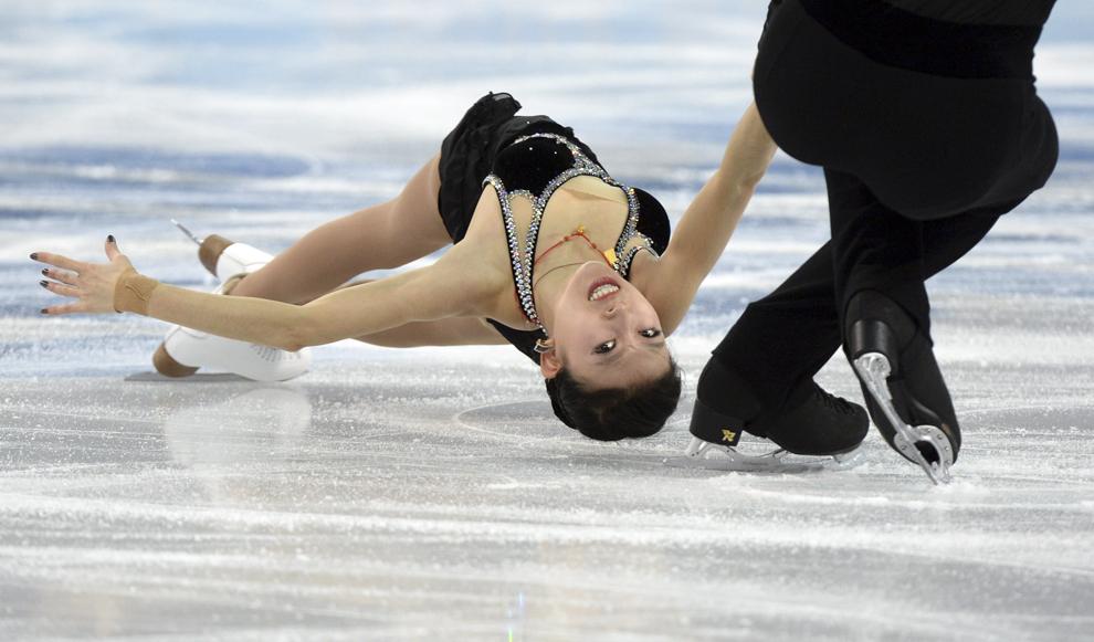 Qing Pang şi Tong Jian, China, concurează în proba de patinaj artistic - perechi  program scurt, din cadrul Jocurilor Olimpice de Iarnă, în Soci, marţi, 11 februarie 2014.
