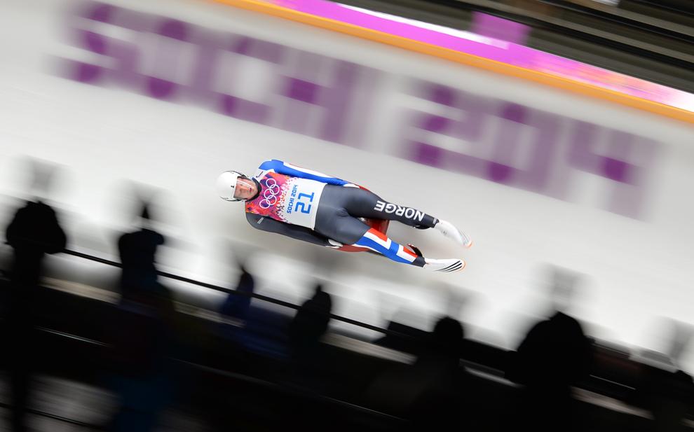 Jo Alexander Koppang, Norvegia, concurează în proba masculină de sanie din cadrul Jocurilor Olimpice de Iarnă, în Soci, Rusia, sâmbătă, 8 februarie 2014.