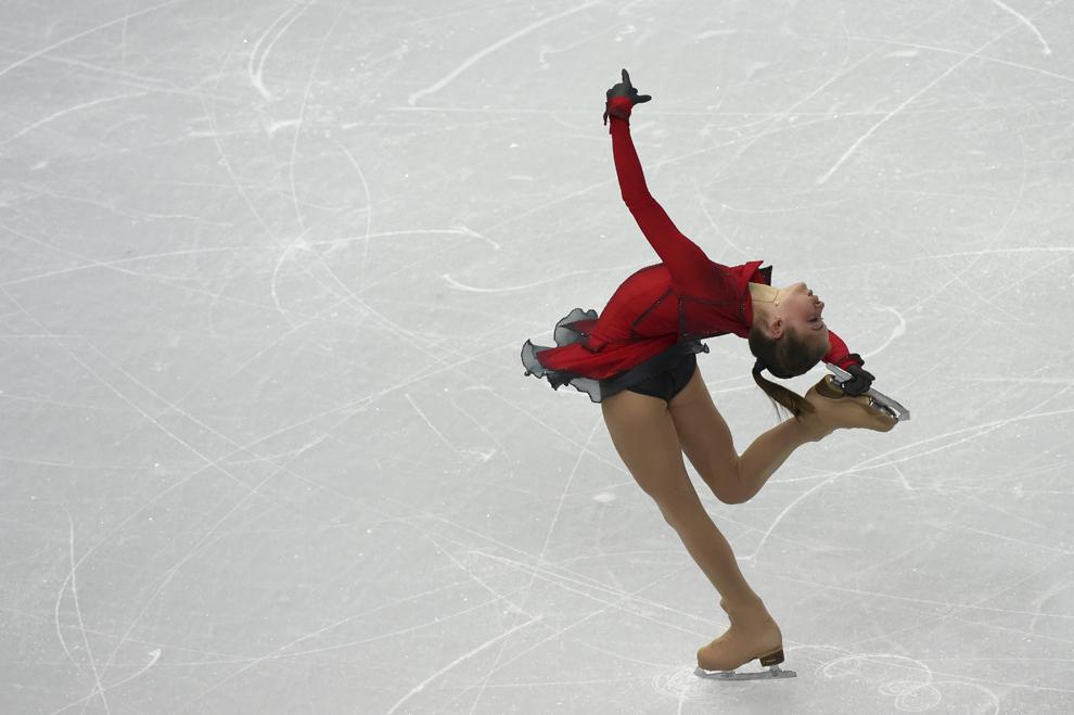 Julia Lipnitskaia, Rusia, evoluează în cadrul probei de patinaj artistic pe echipe - feminin liber, din cadrul Jocurilor Olimpice de Iarnă, în Soci, Rusia, duminică, 9 februarie 2014.