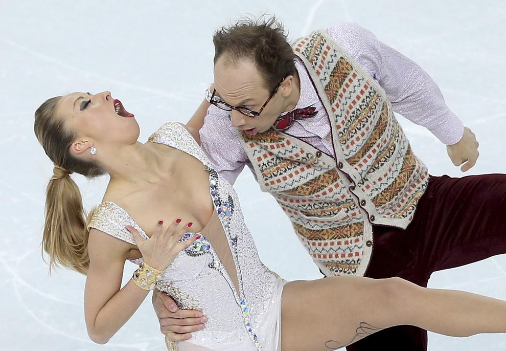Nelli Zhiganshina şi Alexander Gazsi, Germania, concurează în proba pe echipe a patinajului artistic - dans liber, din cadrul Jocurilor Olimpice de Iarnă, în Soci, Rusia, sâmbătă, 8 februarie 2014.
