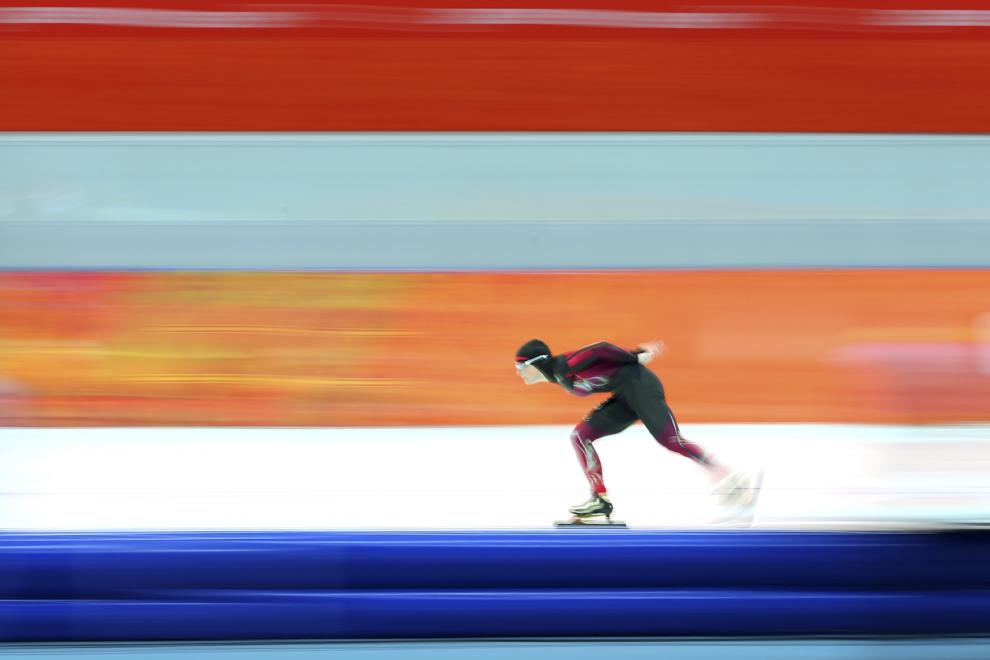 Claudia Pechstein, Germania, concurează în proba feminina de patinaj viteză  3000m din cadrul Jocurilor Olimpice de Iarnă, în Soci, Rusia, duminică, 9 februarie 2014.