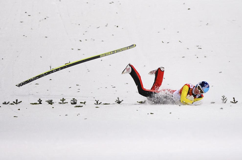 Severin Freund , Germania, se accidentează în timpul probei masculine de schi alpin din cadrul Jocurilor Olimpice de Iarnă, în Rosa Hutor, Rusia, duminică, 9 februarie 2014.