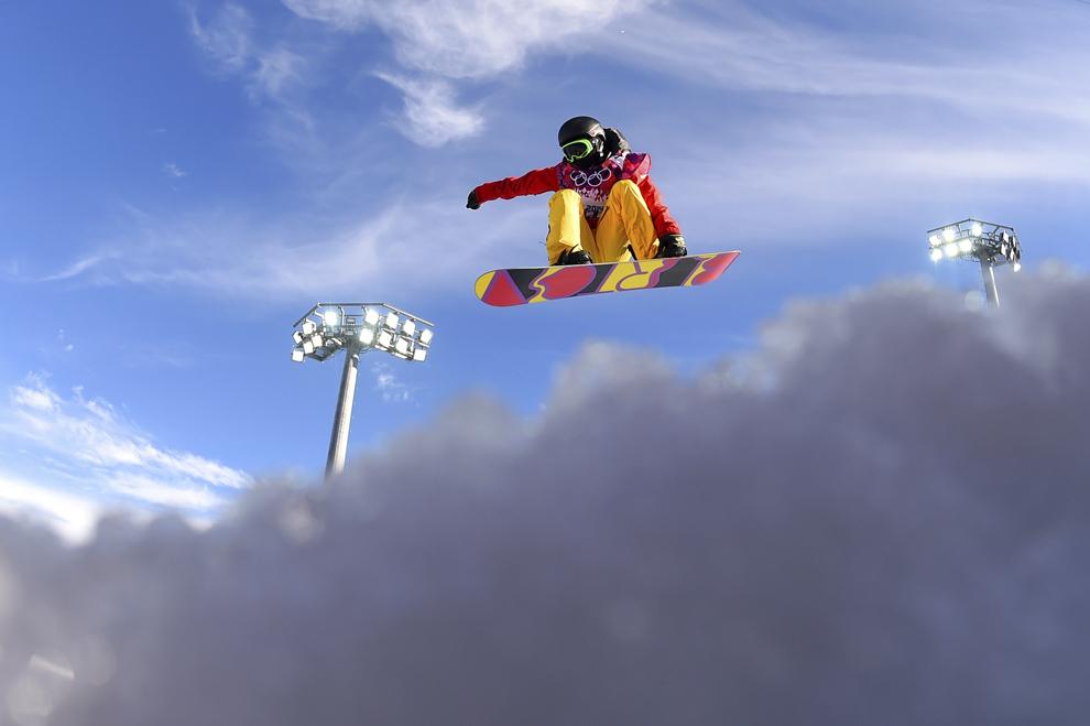 Xuetong Cai , China, concurează în proba feminina de snow-board half-pipe, din cadrul Jocurilor Olimpice de Iarnă, în Rosa Hutor, Rusia, miercuri, 12 februarie 2014.
