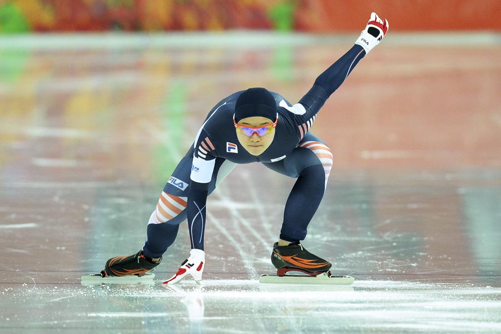 Lee Bo-Ra, Coreea de Sud, concurează în proba feminină de patinaj viteză 1000m, în cadrul Jocurilor Olimpice de Iarnă, în Soci, Rusia, joi, 13 februarie 2014.