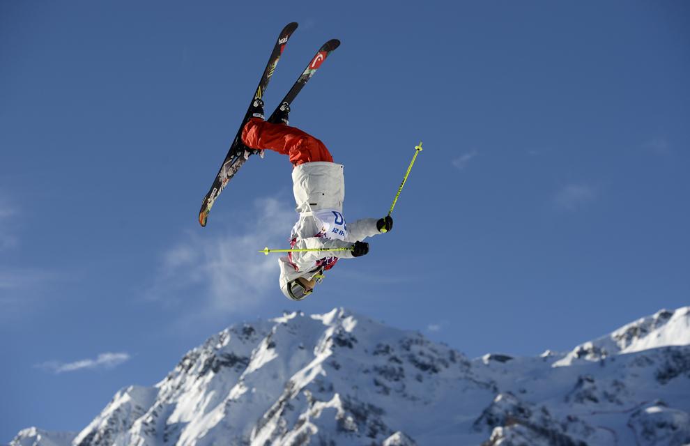 Luca Schuler, Elveţia, concurează în proba de schi alpin slopestyle, din cadrul Jocurilor Olimpice de Iarnă, în Rosa Hutor, Rusia, joi, 13 februarie 2014.