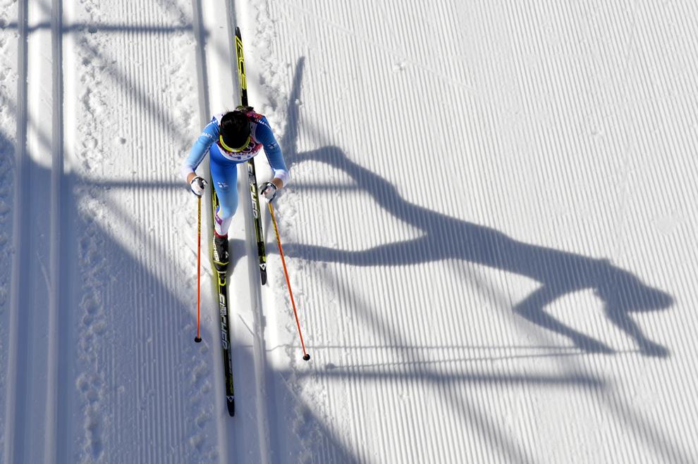 Kerttu Niskanen (41), Finlanda, concurează în proba de schi fond 10km, din cadrul Jocurilor Olimpice de Iarnă, în Rosa Hutor, Rusia, joi, 13 februarie 2014.