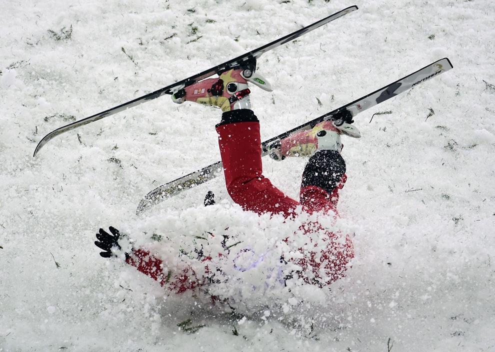 Li Nina, din China, suferă un accident în timpul finalei de schi acrobatic freestyle, în cadrul Olimpiadei de Iarnă de la Soci, centrul alpin Rosa Kuthor, februarie 13, 2014.