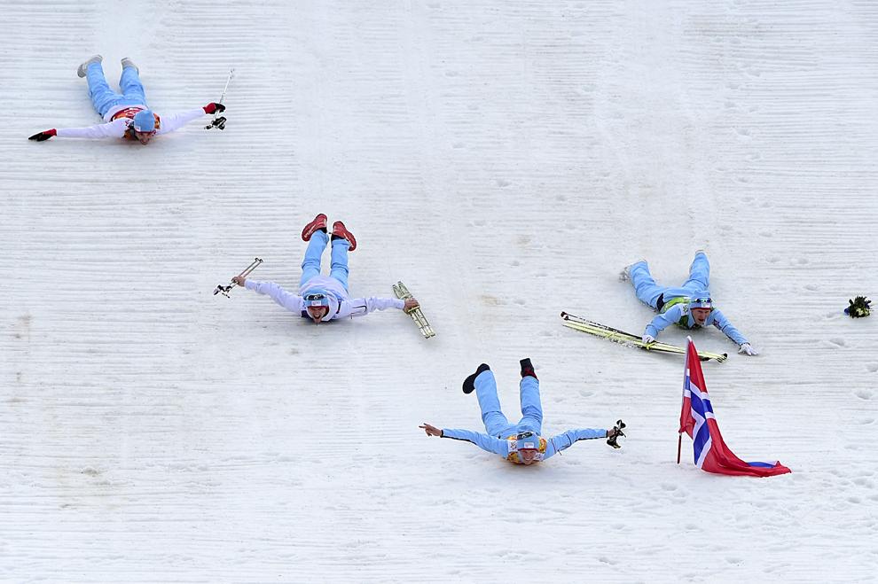 Medaliaţii cu aur, norvegienii Magnus Hovdal Moan, Magnus Krog, Haavard Klemetsen şi Joergen Graabak se bucură la finalul probei pe echipe de schi alpin – combinata Nordica LH / 4x5 km schi alpin, din cadrul Jocurilor Olimpice de Iarnă, în Rosa Hutor, Rusia, joi, 20 februarie 2014.