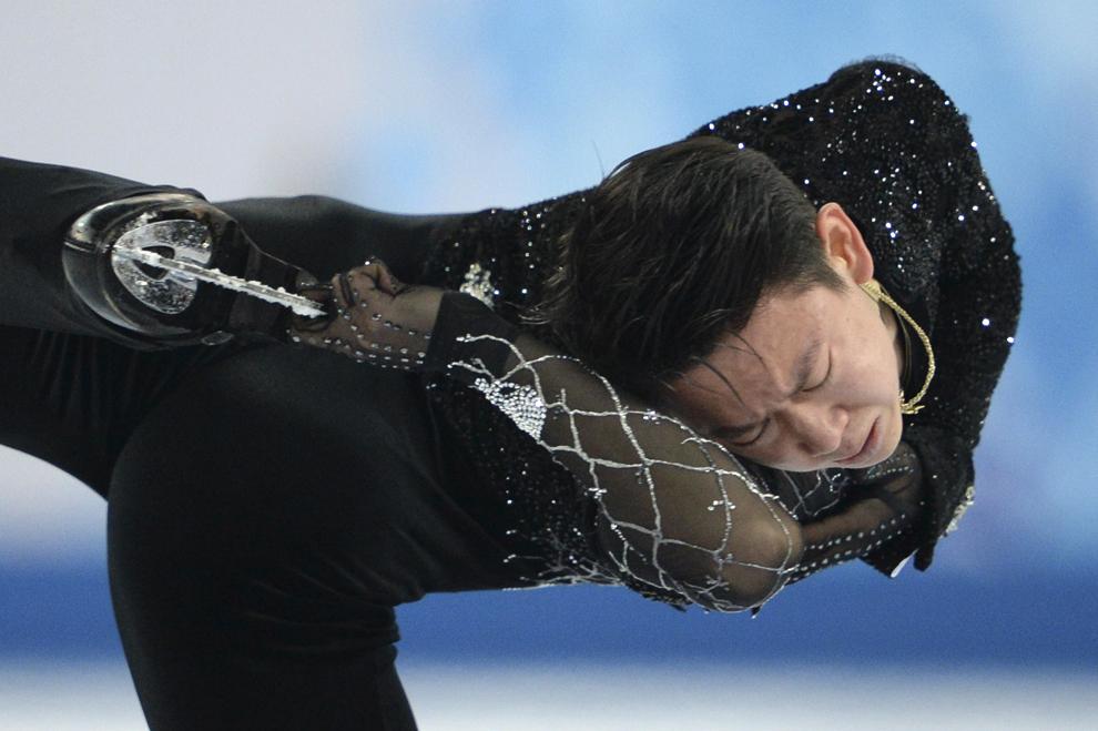 Denis Ten, din Kazakstan, evoluează în proba masculină de patinaj artistic program scurt, în cadrul Olimpiadei de Iarnă de la Soci, februarie 13, 2014.