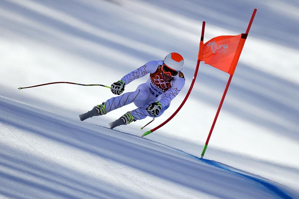 Schiorul american Bode Miller concurează în proba de schi alpin super slalom coborâre, în timpul Olimpiadei de Iarnă de la Soci, centrul alpin Rosa Kuthor, 14 februarie 2014.