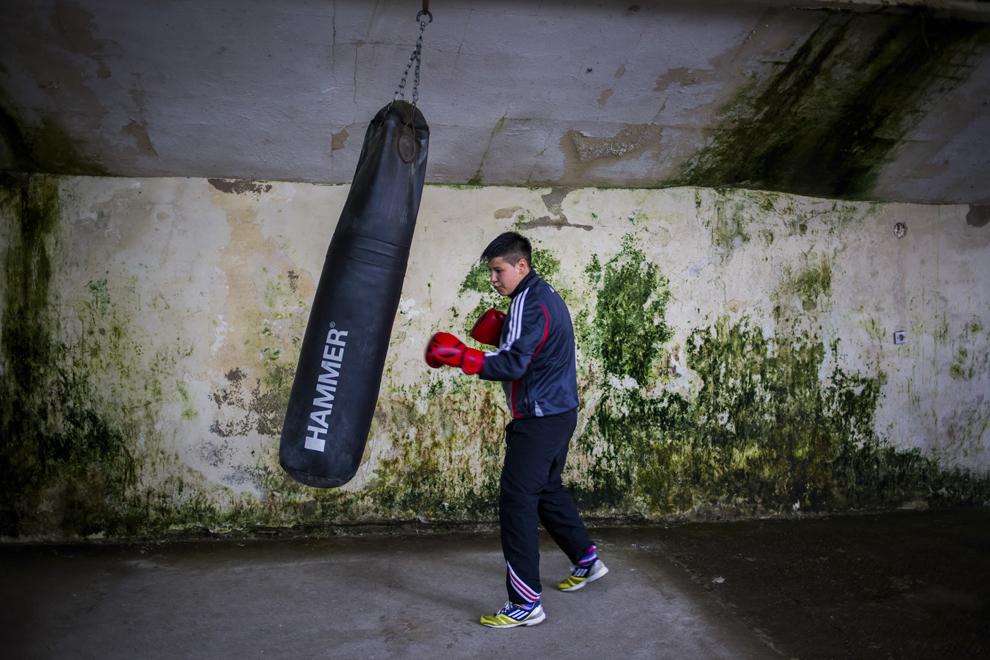 Irina Stoica, 27 ani, campioană naţională în 2013 şi câştigătoarea Cupei României la categoria de  60 kg în 2014, se antrenează în sala de antrenament ce aparţine CSM Sibiu, luni, 28 iulie 2014.