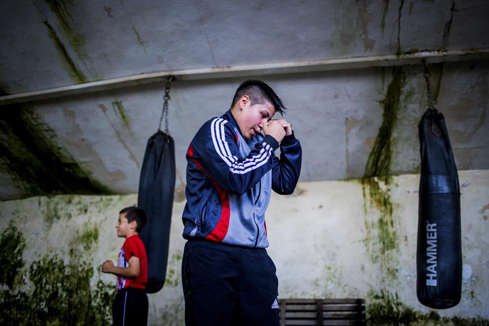 Irina Stoica, 27 ani, campioană naţională în 2013 şi câstigătoarea Cupei României la categoria de  60 kg în 2014, se antrenează în sala de antrenament ce aparţine CSM Sibiu, luni, 28 iulie 2014.