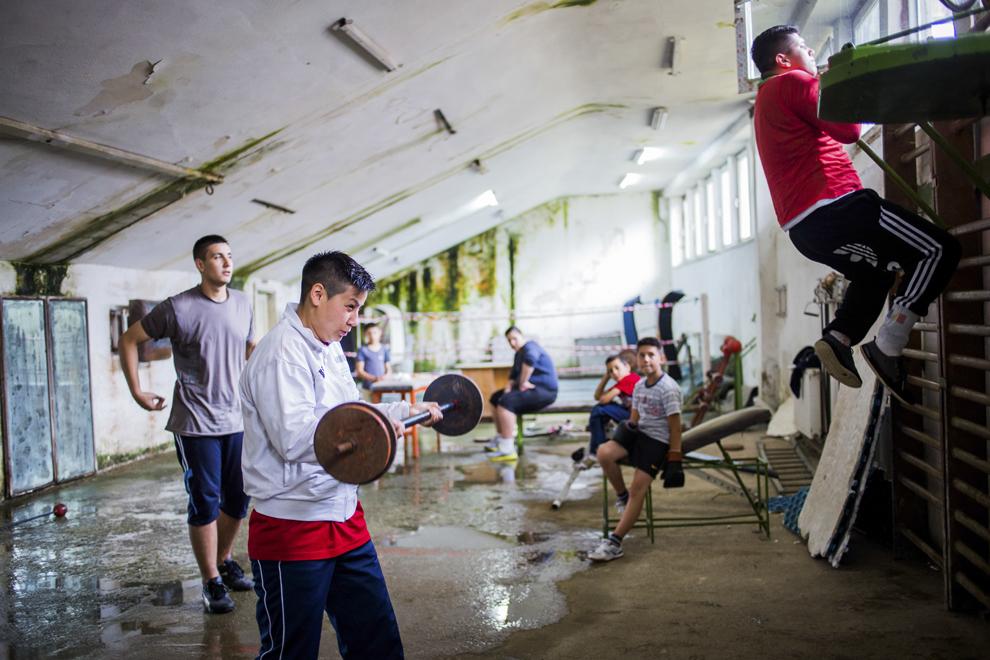 Irina Stoica, 27 ani, campioană naţională în 2013 şi câştigătoarea Cupei României (la 60 kg) în 2014, se antrenează în sala de antrenament ce aparţine CSM Sibiu, marţi, 29 iulie 2014.