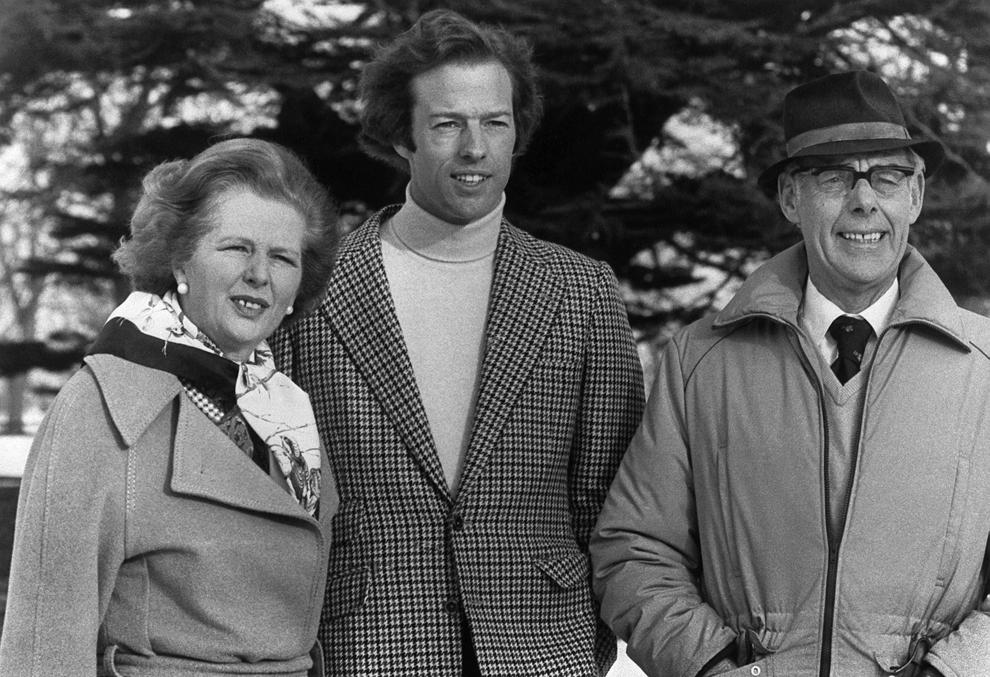 Mark Thatcher pozează alături de mama sa, primul ministru britanic Margaret Thatcher, şi de tatăl său, Denis Thatcher, sâmbătă, 16 ianuarie 1982.