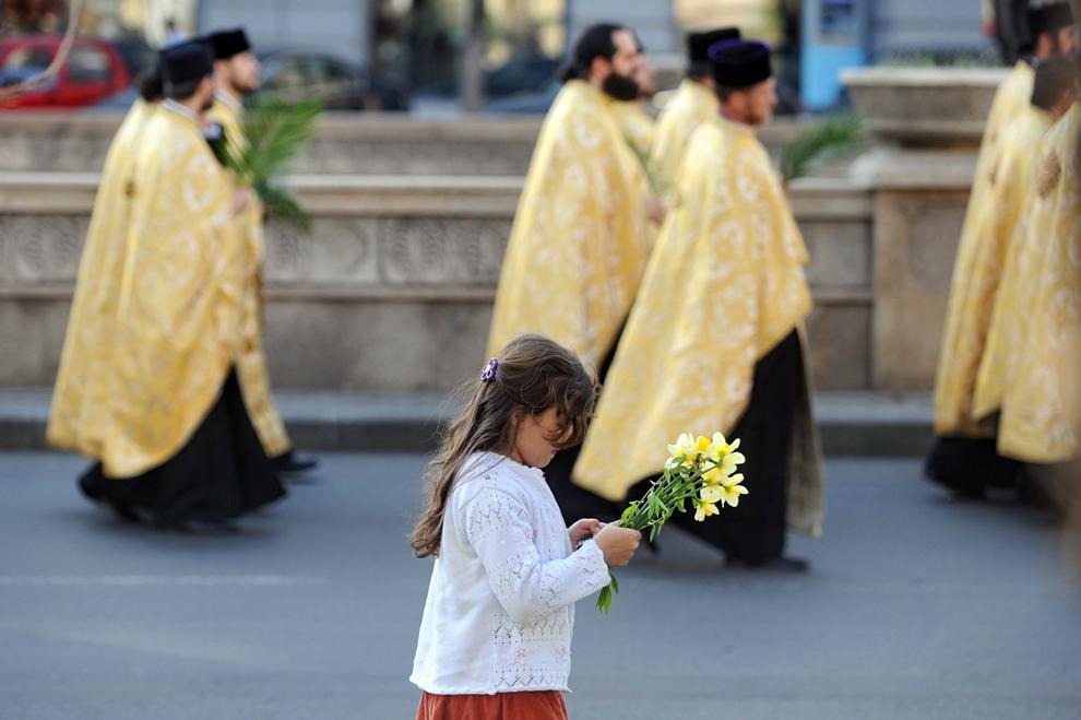 Ierarhi, preoţi, monahi şi credincioşi din Capitală şi din judeţul lfov participă, sâmbătă, 7 aprilie 2012, la pelerinajul de Florii, organizat în ajunul sărbătorii Intrării Domnului in Ierusalim (Floriile) de Patriarhia Română si de Arhiepiscopia Bucureştilor.